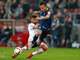 Hoffenheims Stürmer Eduardo Vargas, hier gegen Kölns Maroh, fällt wohl für das Ingolstadt-Spiel aus.