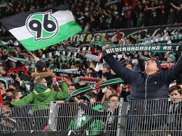 Nach dem Schalke-Spiel blieben nicht alle friedlich: Fans von Hannover 96.