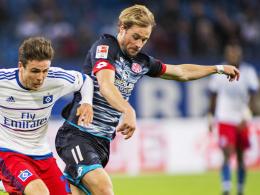Rückkehr an alter Wirkungsstätte: Der Ex-Hamburger Maximilian Beister gab sein Debüt im Mainzer Bundesligateam. Links Hamburgs Nicolai Müller.