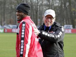 Die Laune steigt: Anthony Modeste und Trainer Peter Stöger.