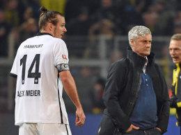 Bedient und fokussiert: Eintracht-Trainer Armin Veh (re.) und Torschütze Alex Meier.