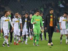 Die Profis von Borussia Mönchengladbach nach dem 3:4 gegen Bremen im DFB-Pokal