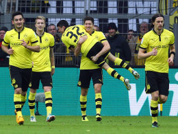 Wer nimmt wen auf den Arm? Leonardo Bittencourt während der Saison 2012/13, als auch Robert Lewandowski noch Schwarz-Gelb trug.