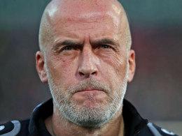 Nahm in Hannover seinen Hut: Trainer Michael Frontzeck.