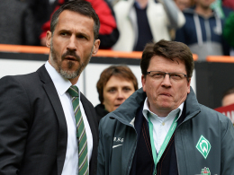 """""""Wir sind stolz auf dieses umfassende Werk"""": Werder-Präsident Dr. Hubertus Hess-Grunewald, rechts neben Manager Thomas Eichin."""