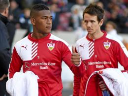 """""""Ich halte ihn für talentiert, aber es ist schwierig für ihn"""", sagt VfB-Sportvorstand Robin Dutt über Carlos Gruezo (li.)."""