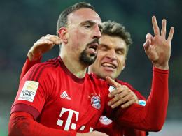 Wünscht sich nur, so schnell wie möglich wieder fit zu werden: Bayern-Flügelflitzer Franck Ribery. Hinten Thomas Müller.