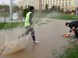 Nasse Angelegenheit in der Türkei: Darmstadts Spieler trainieren trotzdem.