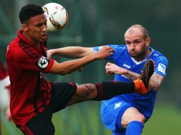 Abgeblockt: Darmstadts Konstantin Rausch (re.) im Testspiel gegen den Chemnitzer FC.