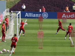 Trainingslager: Bayerns Junge Talente und die Profis kicken gemeinsam.