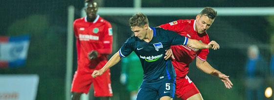 War am Montag gegen Hannover im Einsatz: Berlins Niklas Stark.