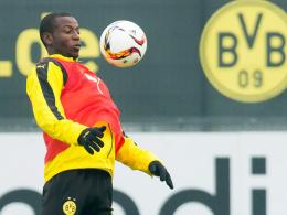 Hat noch Luft nach oben: Dortmunds Angreifer Adrian Ramos muss sich strecken.