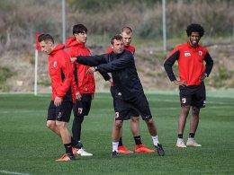 Er hat einen Plan für den Klassenerhalt: FCA-Coach Markus Weinzierl (Mi.).