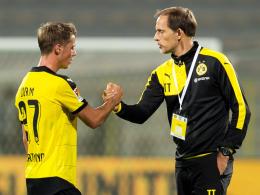 Wird langsam herangeführt: Dortmunds Trainer Thomas Tuchel mit seinem Nationalspieler Erik Durm.