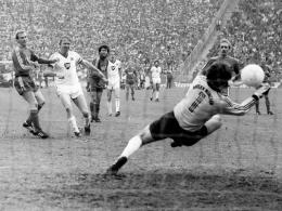 Historische Partie: Am 24. April 1982 siegt der HSV mit Horst Hrubesch (2.v.l.) in München mit 4:3.
