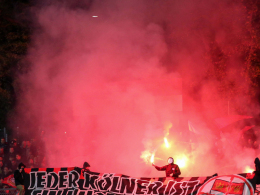 Leverkusener Fans zünden Bengalos