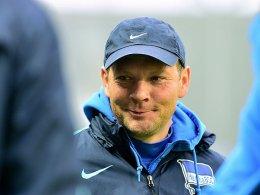 Zeigte sich zufrieden mit dem 0:0 gegen Augsburg: Hertha-Trainer Pal Dardai.