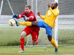 1:1 gegen Braunschweig: Kraft foult Kumbela, Stocker trifft