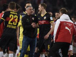 Jürgen Kramny mit Georg Niedermeier nach dem 3:1-Sieg in Köln