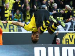 Super Haltungsnoten: Dortmunds Toptorjäger Pierre-Emerick Aubameyang beim Salto-Torjubel.