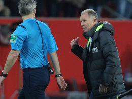 Diskutierte am Samstag mit Referee Michael Weiner und plädiert für den Videobeweis: FCA-Manager Stefan Reuter.