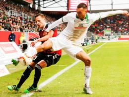 Erster Einsatz in der Startelf: Werder Bremens Lukas Fröde, hier rechts gegen Ingolstadts Bauer.