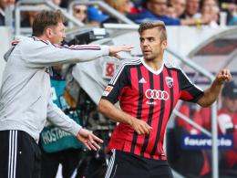 Schwere Entscheidung: Ingolstadts Trainer Ralph Hasenhüttl lässt Angreifer Lukas Hinterseer wohl zunächst wieder auf der Bank.
