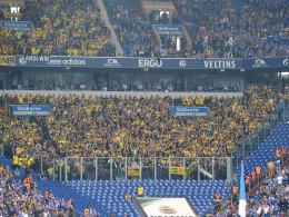Der Dortmunder Gäste-Block beim letzten Derby auf Schalke