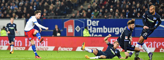 Knotenlöser: Müller erzielt das 1:0 für den HSV.