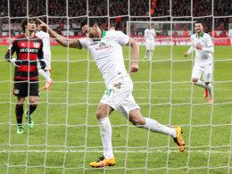 Dreimal Pizza unters Bayerkreuz, bitte: Bremens Claudio Pizarro bezwang Leverkusen beinahe im Alleingang.