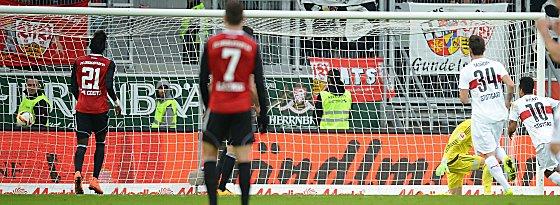 Starkes Comeback: Stuttgarts Didavi (re.) trifft zum 3:3.