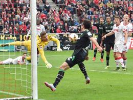 Bittere Erinnerung: Hannovers Leon Andreasen netzt per Hand zum entscheidenden 1:0 ein, der FC und Torwart Timo Horn haben das Nachsehen.