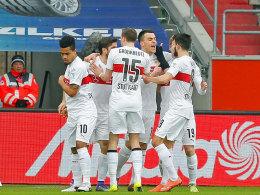 Stuttgarter Jubeltraube: Zweimal kam der VfB in Ingolstadt zurück - nach einem 0:1 und einem 1:3.