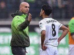 Andre Schubert mit Mahmoud Dahoud nach dem 3:0-Sieg gegen Frankfurt