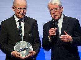 Liga-Präsident Reinhard Rauball (re.) hielt in Dortmund die Laudatio für Willi Lemke.
