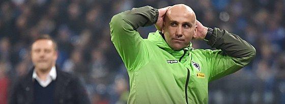 Kann es nicht fassen: Gladbach-Coach Andre Schubert.