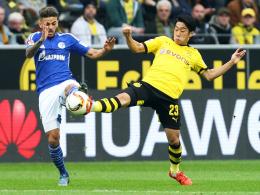"""""""Richtiges Emotionschaos"""": Schalkes Junior Caicara, links gegen Shinji Kagawa, erinnert sich an sein erstes Derby gegen Dortmund."""