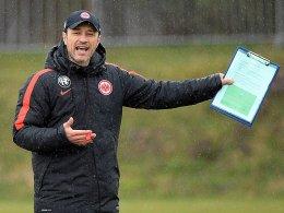 Kovac t�ftelt an der Eintracht-Abwehr