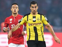 Bei 40 Millionen Euro könnte die letzte Hemmschwelle fallen: Henrikh Mkhitaryans Verbleib beim BVB ist nicht sicher. Links Bayerns Thiago.