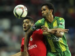 Keine Rückkehr nach Köln: Abwehrspieler Bruno Nascimento (re., zuletzt CD Tondela) steht vor der Vertragsauflösung.