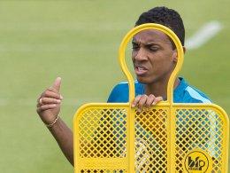 Luiz Gustavo l�sst auf sich warten
