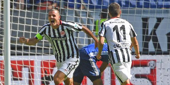 Alex Meier brachte Frankfurt gegen Schalke in front.
