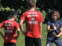 Kann seine Arbeit in aller Ruhe machen: Rund um Trainer Martin Schmidt wird so schnell niemand nervös.