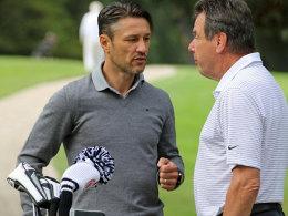 Entspannter Plausch beim Golf: Frankfurts Coach Niko Coach mit dem früheren SGE-Manager Heribert Bruchhagen.