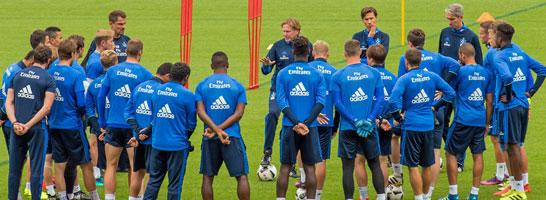 HSV-Trainer Markus Gisdol schwört seine neue Mannschaft ein.