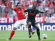 Gestoppt: Kölns Torschütze Modeste (re.) gegen Bayerns Hummels.
