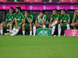 Werder Bremen setzt 2016/17 so viele Spieler ein wie nie - hier die Bank beim Spiel in München.