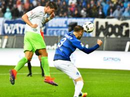 Jubiläum ohne Punkte: Mario Gomez (li.) köpft Wolfsburgs 1000. Bundesligator.