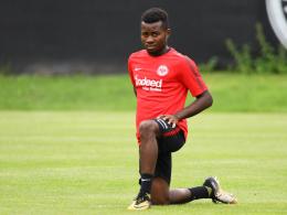 Trickser Mbouhom muss in Frankfurt bleiben