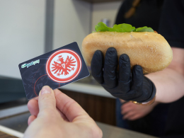 Eintracht-Fans können wieder mit Bargeld bezahlen